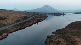 Заход солнца над держателем errigal и залив Nacung понижают, графство Donegal - Ирландия акции видеоматериалы