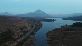 Заход солнца над держателем errigal и залив Nacung понижают, графство Donegal - Ирландия видеоматериал