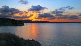 Заход солнца над заливом моря Стоковые Изображения RF