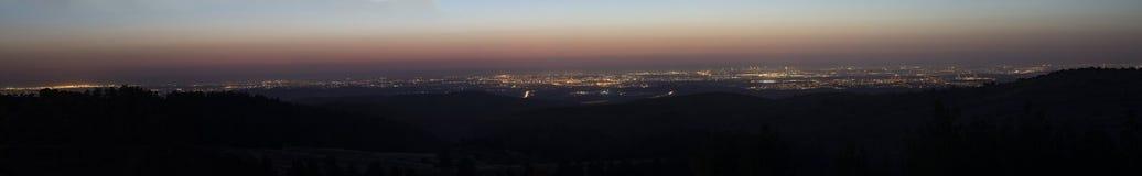 Заход солнца над израильским прибрежным самолетом стоковое фото
