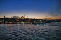 Заход солнца над каналом Bosphorus, взглядом над морем Стоковое Изображение RF