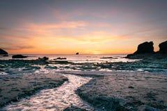 Заход солнца над корнуольским побережьем стоковое фото rf