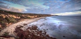 Заход солнца над кристаллическим пляжем парка штата бухты Стоковые Изображения RF