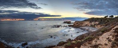 Заход солнца над кристаллическим пляжем парка штата бухты Стоковое Изображение