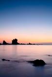 Заход солнца над морем Cantabric в молчком пляже Стоковое фото RF