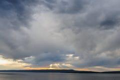 Заход солнца над озером Йеллоустоном Стоковое Изображение