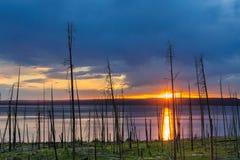 Заход солнца над озером Йеллоустоном Стоковые Изображения RF
