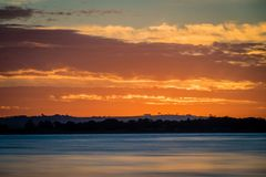 Заход солнца над озером Colac в Виктории, Австралии Стоковое Изображение RF