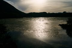 Заход солнца над природой и красотой Кантабрии стоковое фото rf