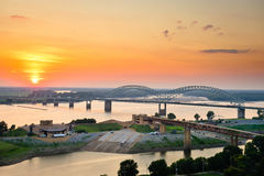 Заход солнца над рекой Миссиссипи Стоковые Изображения