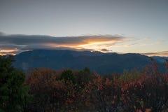 Заход солнца над рядом Alishan, национальным парком Alisan, Тайванем Стоковое Изображение RF
