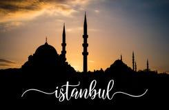 Заход солнца над силуэтом Стамбула при свое имя написанное над фото Стоковые Фотографии RF
