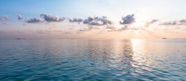 Заход солнца над тропическими островами Стоковые Изображения RF