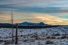 Заход солнца над щуками выступает Колорадо стоковые фотографии rf