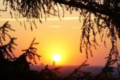 Заход солнца над электростанцией Стоковые Изображения RF