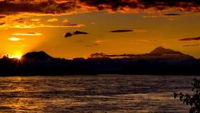 Заход солнца над Denali стоковые фотографии rf