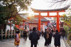 Заход солнца над O-torii на святыне Fushimi Inari стоковое изображение