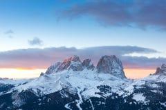 Заход солнца над Sassolungo и Col Rodella, Canazei, Италией стоковое изображение