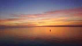 Заход солнца над Solent Великобританией стоковые изображения rf
