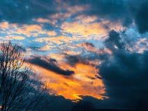 Заход солнца накаляя на горизонте Стоковое Фото