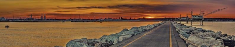 Заход солнца на адриатическом побережье стоковое фото