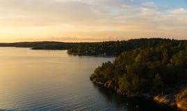 Заход солнца на архипелаге на побережье Швеции Стоковое фото RF