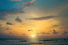 Заход солнца на берегах Индийского океана стоковое фото