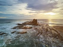 Заход солнца на береговой линии океана в Никарагуа Стоковое фото RF