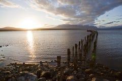 Заход солнца на береговой линии Puerto Natales. Стоковая Фотография RF