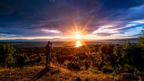 Заход солнца на вершине холма Стоковые Изображения