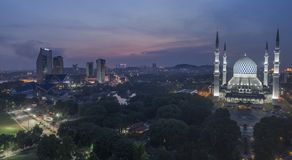 Заход солнца на голубой мечети, Shah Alam стоковая фотография
