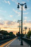 Заход солнца на городском вокзале стоковое изображение