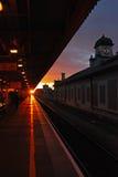 Заход солнца на железнодорожном вокзале Кардиффа Стоковое фото RF