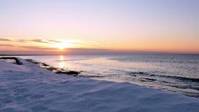 Заход солнца на заливе Балтийского моря, Риги, Латвии видеоматериал