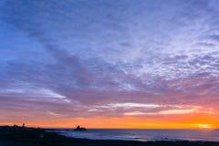 Заход солнца на западном побережье; Калифорния стоковая фотография rf
