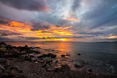 заход солнца на море, пляж, красивый вид, красивые заходы солнца, выравниваясь на пляже морем, Стоковая Фотография