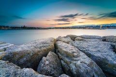 Заход солнца на озере в городском пейзаже Стоковое Фото