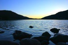 Заход солнца на озере gerardmer в Франции стоковые фотографии rf