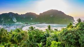 Заход солнца на острове Дон Phi-Phi видеоматериал