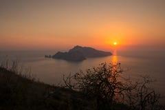 Заход солнца на острове Капри, Италии стоковая фотография rf
