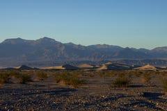Заход солнца на песчанных дюнах Mesquite плоских Стоковые Изображения