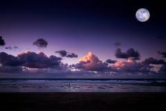 Заход солнца на пляже в Newquay Стоковое Изображение RF