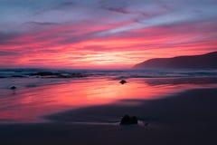 Заход солнца на пляже наряду с большой дорогой океана в Австралии Стоковое фото RF