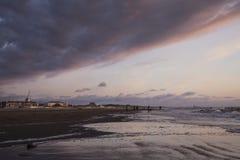 заход солнца на пляже с целью бульвара Стоковое Изображение