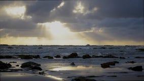 Заход солнца на пляже сток-видео