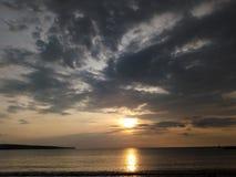 Заход солнца на пляже Jimbaran Стоковые Фотографии RF
