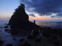 Заход солнца на пляже Kebumen Karang Agung стоковая фотография rf