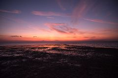 Заход солнца на пляжном комплексе Lakawon, Кадис, жителе Запада Negros, Phlipp стоковые изображения