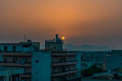 Заход солнца на пустом городе стоковое изображение
