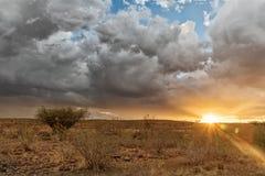 Заход солнца на пути к пустыне Намибии стоковые фотографии rf